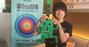 Yasunori Mitsuda MOSMA 2019 con un Ukelele de Cactilio